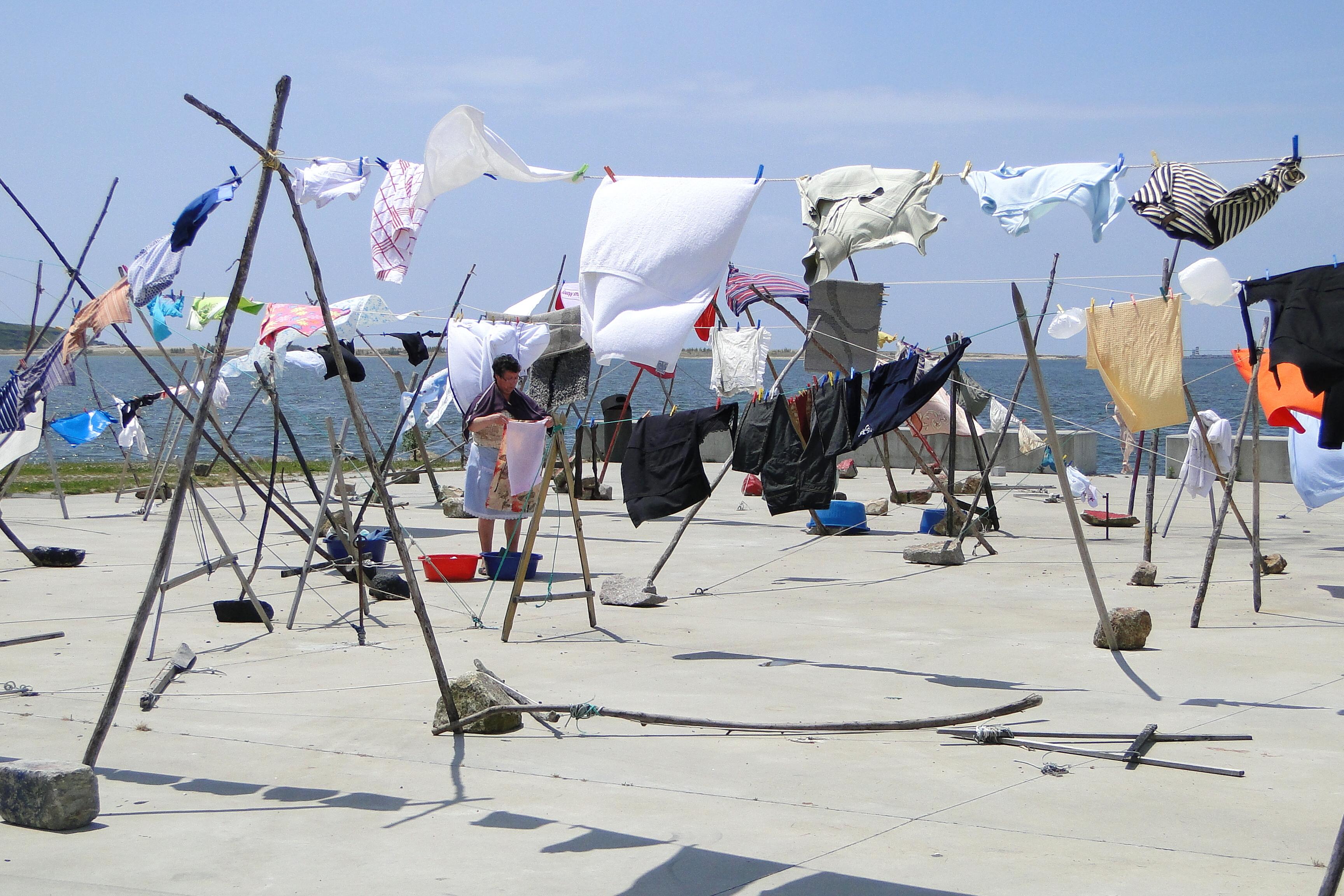 Ruhaszárítás egy portugál halászfaluban